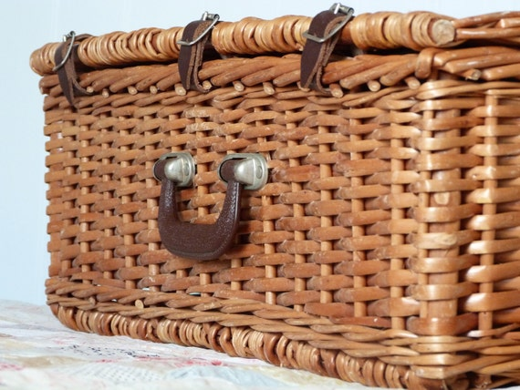 Optima wicker picnic basket - for four people