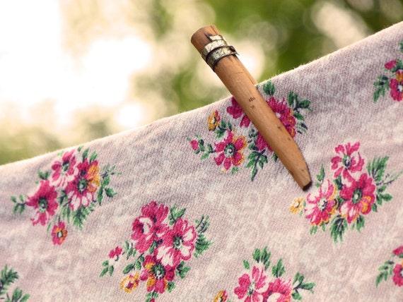 1950s PRETTY POSIES - a vintage floral barkcloth/cretonne fabric