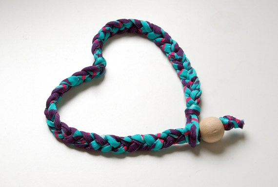 HEADBAND of braided elastan yarn and wood bead as lock, color mix violet, light blue pink, fuchsia
