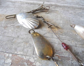 Vintage Fishing Tackle, 4 Metal Lures Plus Brass Findings, Cottage Chic, Cabin, Lodge, Mad Men Retro