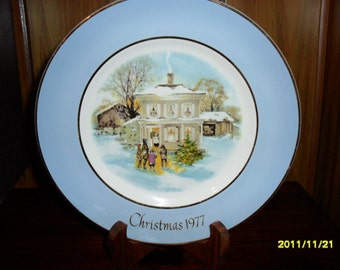"""1977 """"Carollers in the Snow"""" Christmas Plate"""