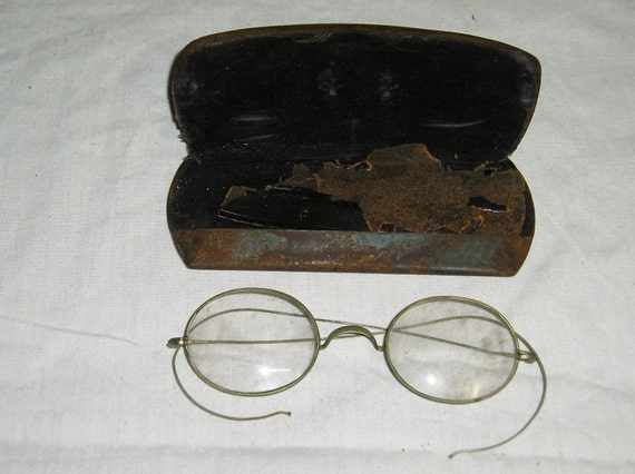 Curved stem glasses with original case