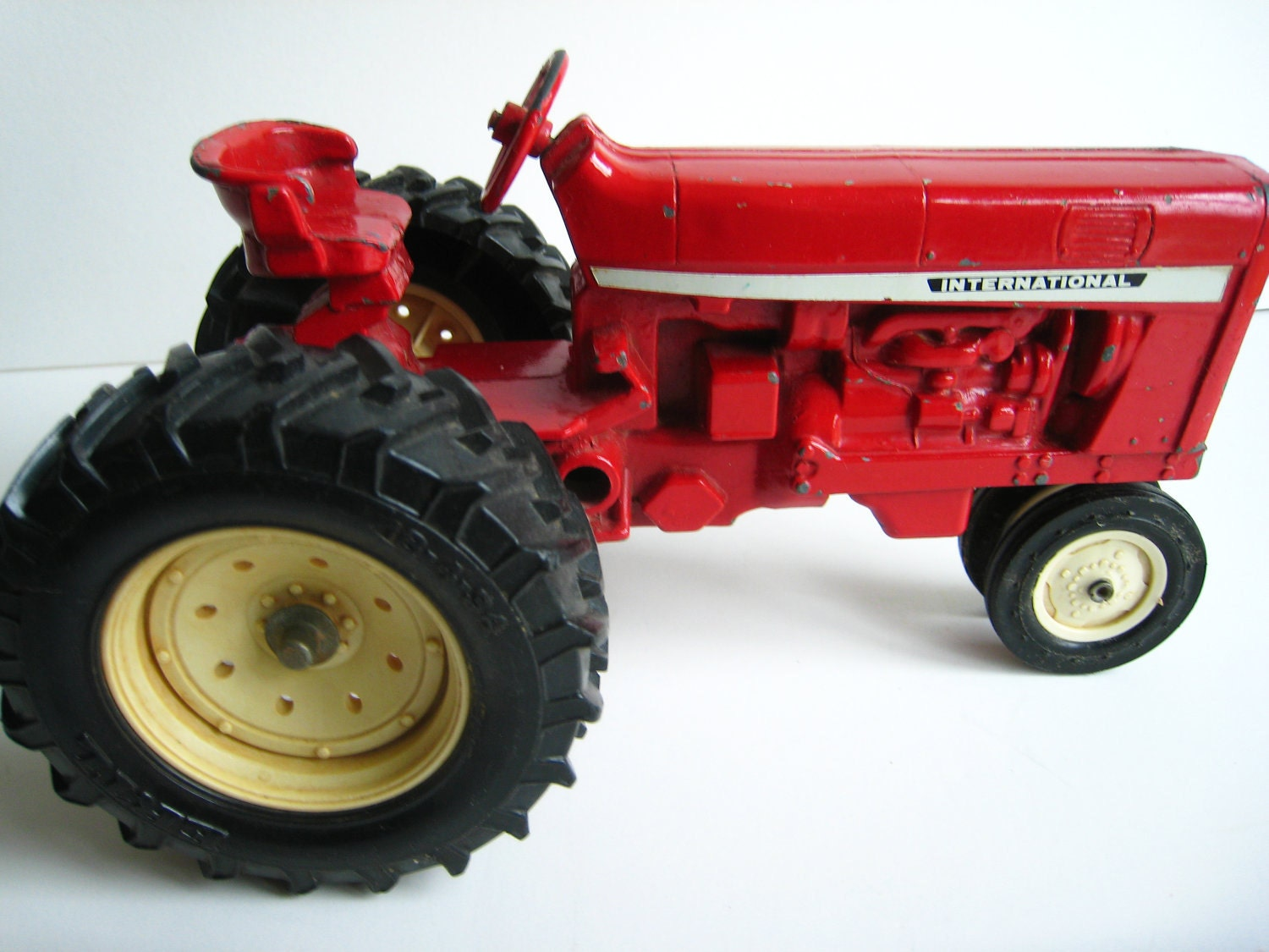 Old Metal Wheels With Tractor : Vintage international red metal tractor toy made by ertl