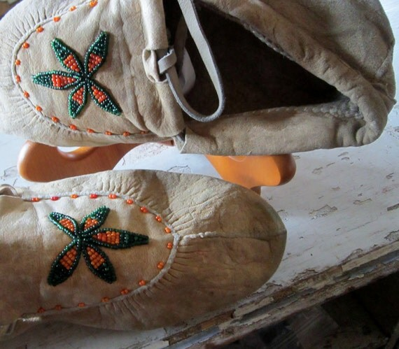 Native American Vintage Moccasins / Single Beaded Bootie
