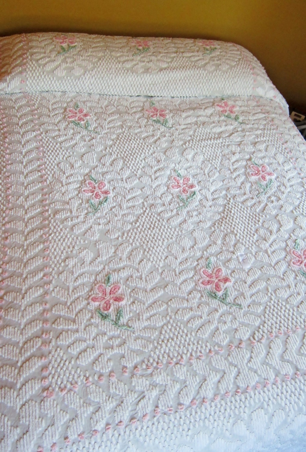 White Pink Flowers Popcorn Vintage Chenille Bedspread Queen