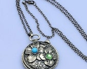 Vintage Beautiful Lovely Carving flower Locket Necklace. XL423