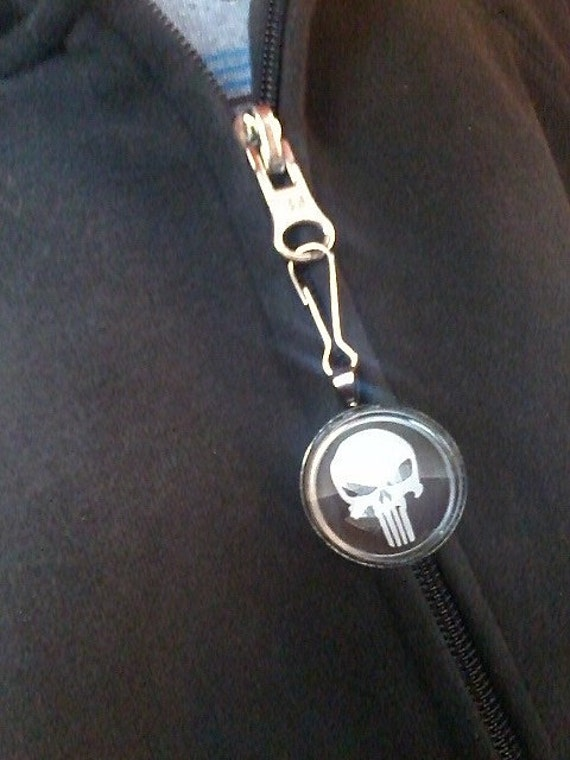 "FREE SHIPPING - Zipper charm, ""Punisher"", 1"" round glass in gunmetal black tray"