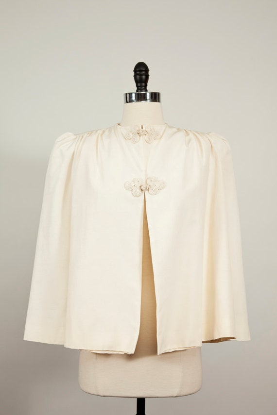 Gorgeous Vintage 1940s 1950s White Evening Cape with Beautiful Details