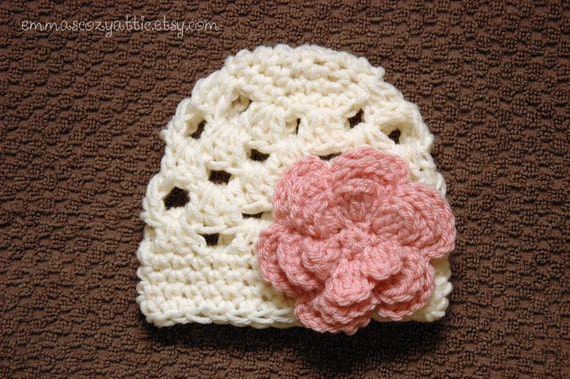 Crochet newborn girl Megan flower beanie in cream with pink flower newborn to 3 months photography photo prop - READY TO SHIP