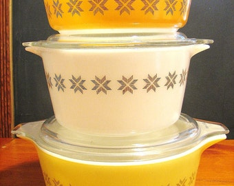 "Set of 3 Pyrex ""Town and Country"" Covered Casseroles"
