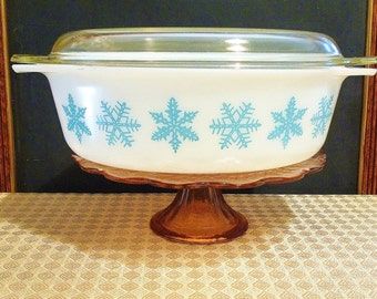 2 1/2 Quart Turquoise Snowflake Pyrex Casserole with Lid