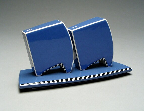 Contemporary Salt and Pepper Shaker Set in Blue