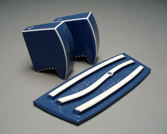 Contemporary salt and pepper shaker set in blue - Salt and pepper shaker display case ...