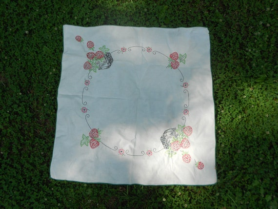 Vintage Tablecloth, Hand Embroidered Tablecloth/Tea cloth, Collectible, Strawberries