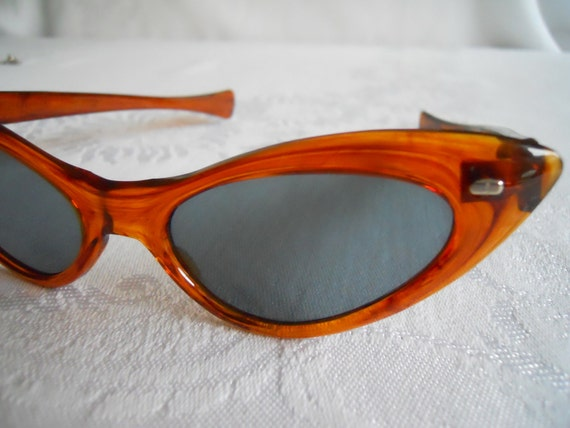 Vintage Amber Cat-Eye Sun Glasses. Ladies.