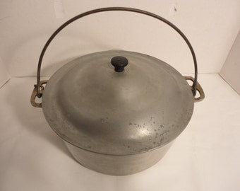 Wagner Ware Sidney Round Roaster No. 248 with Lid and Grate No. 2