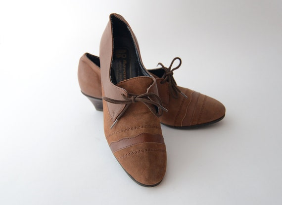 Vintage heeled brown leather shoes