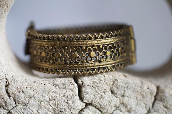 Antique Art Deco vintage filigree flower brass hinge bracelet