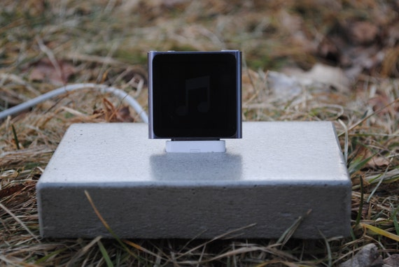 """CLEARANCE SALE: Concrete iphone 4 / iphone 4s / ipod """"Brick"""" Docking Station"""