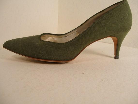 MAD MEN Vintage 1960s Olive Green Stilettos Size 9