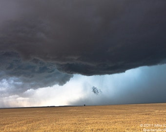 A Thunderstorm Produces a Beautiful Scene in Oklahoma