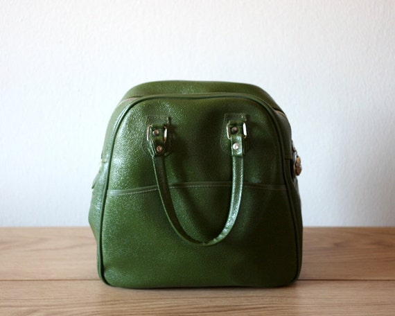 Vintage Carry On in Avocado