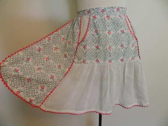 Pretty and Feminine Vintage Apron