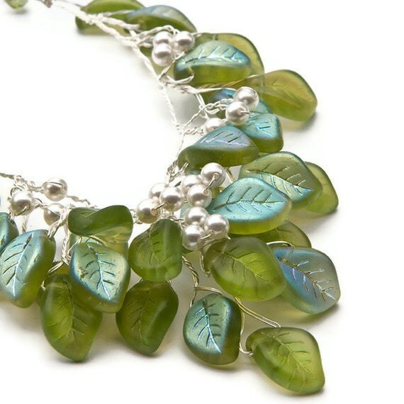 Green  Necklace - Bridal Jewelry - Summer Fashion