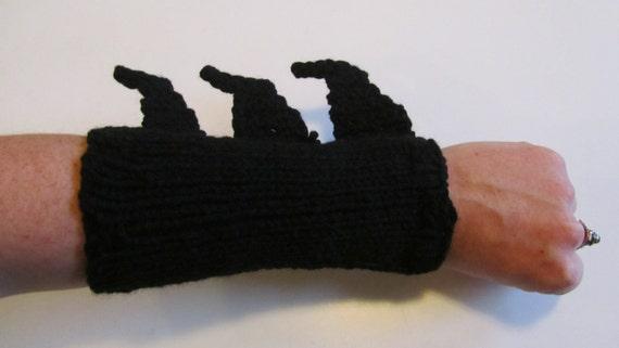 PATTERN: Batman Gauntlets/Bracers/Wrist warmers - Knit and crochet
