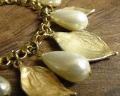 Pearl Bracelet Golden Leaves