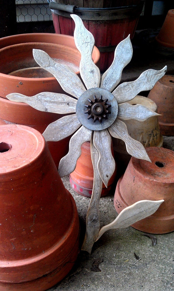 Reclaimed Wood Flower Rustic Wall Decor Rusty Metal Folk Art