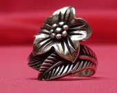 Sale Great Gift-Vintage 1970s Flower and Leaf-Band Genuine Silver Ring