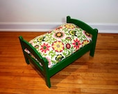 TinyMutts Pet Bed Green Frame with Pink/Green PKaufman Pinwheel Parade