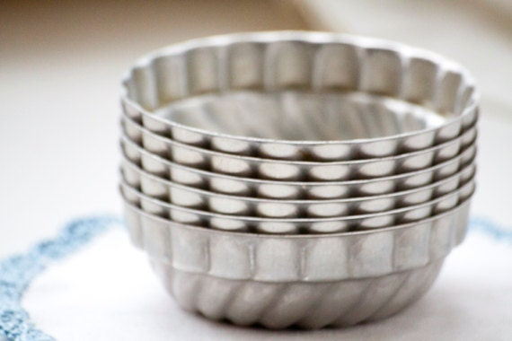 Vintage Mini Aluminum Swirl Bundt Pans Tart Pans - Set of 6