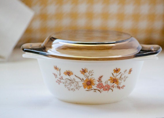 Country Autumn Vintage Pyrex Small Casserole Dish Made in England
