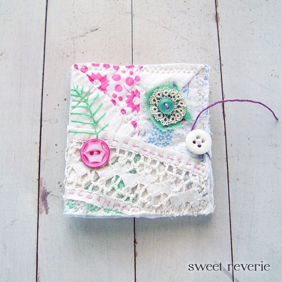 Embroidered Flower Garden Vintage Quilt and Lace Needle Book Sewing Kit for Travel or Home, Mothers Day Last Minute Gift