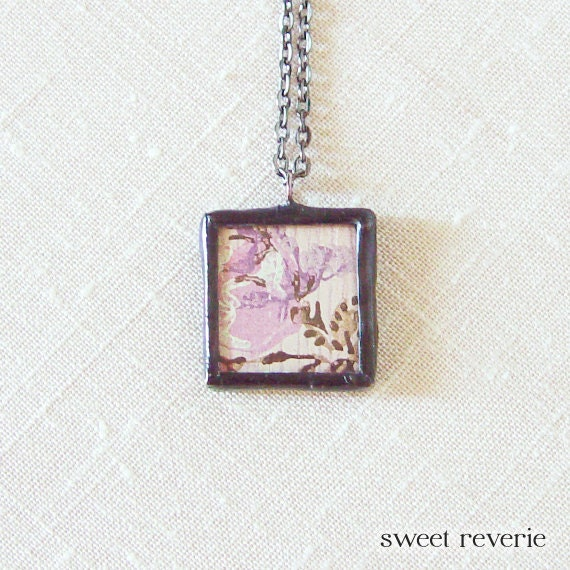 Dusty Purple Lavender Pink Pressed Flower Necklace, Retro Vintage Wallpaper Pendant, Soldered Glass, Summer Jewelry, Cottage Chic Boho