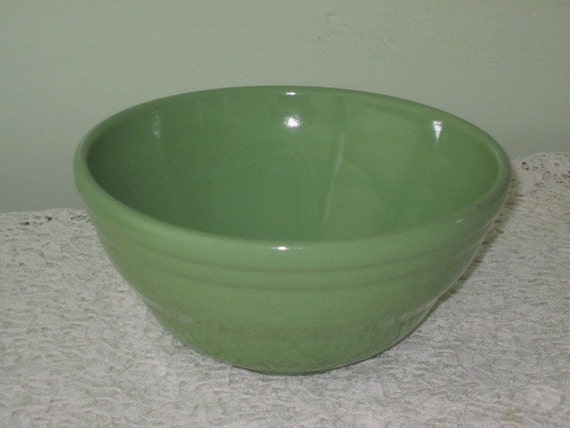 Vintage Green Pottery 8 inch MIXING BOWL