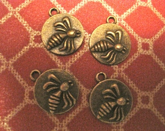 4 ROUND BRASS Ox BEE CHarms
