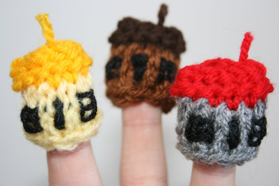 3 x House Finger Puppets, Knitted, For the Three Little Pigs Story. Straw, Sticks, Bricks. Teacher Resource.