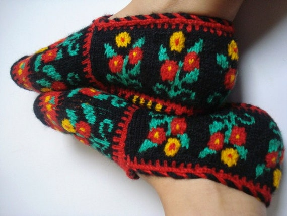 Handmade Women Slippers - Turkish Knitted slippers, Authentic footwear, Stylish foot warm Traditional Socks, Red, black, yellow, green