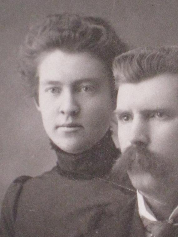 Treasury Item -  Antique Cabinet Card Photo of Oregon Couple - Atmospheric Lighting - Late Victorian 1890s