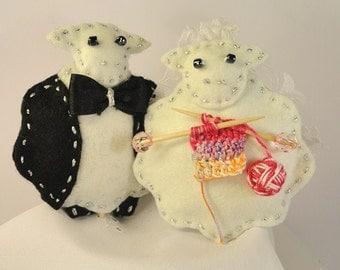 WEDDING Cake Topper - Newlyweds Sheep - Sheep Knitting Couple - Bride & Groom - Custom Wedding Cake Topper - Shower Gift - Ready to SHIP