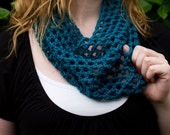 Small Turquoise Summer Cowl
