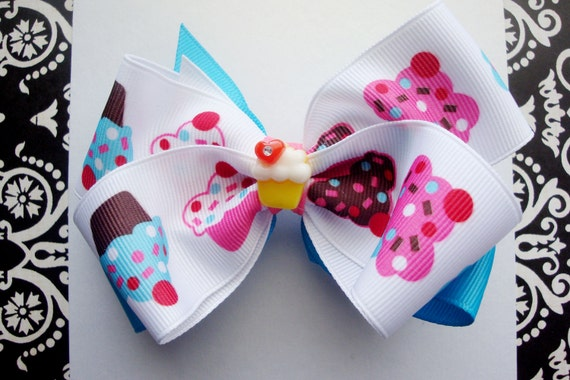 My little cupcake hairbow, white and pink hairbow