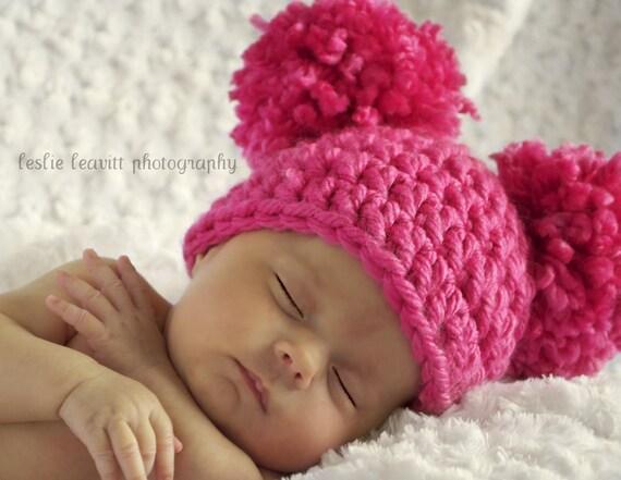قلاب دوزی POM POM یکنوع عرقچین کوچک کهمحصلین برسر میگذارند کلاه عکس سرپا نگه داشتن برای نوزادان