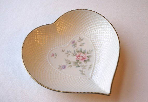 Vintage Heart Shaped Mikasa China Dish,  Ivory Floral with Brushed Gold Trim, Remembrance Pattern, Made in Japan