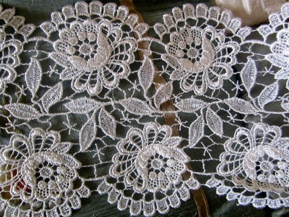"Gorgeous Vintage French Victorian Venise Natural Ivory Lace 4.5"" Wide"