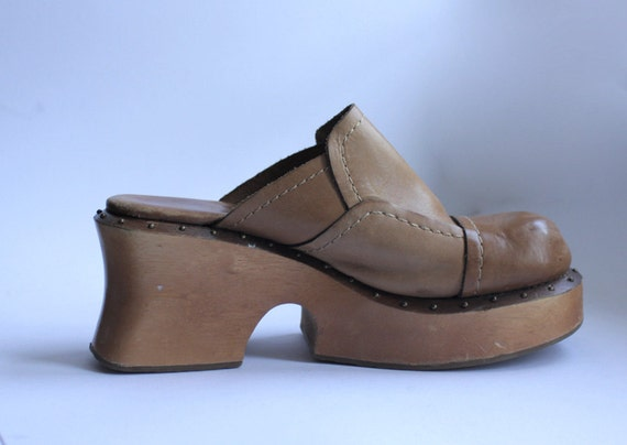 Wood platform clog shoes in brown leather 7