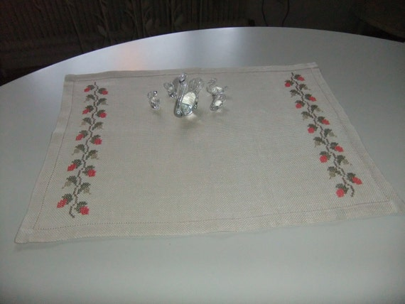 SALE Swedish vintage table cloth in linen with roses in cross stitch